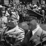 犬を愛してやまなかった歴史上の偉人達!将軍や女王、独裁者まで、一挙公開!